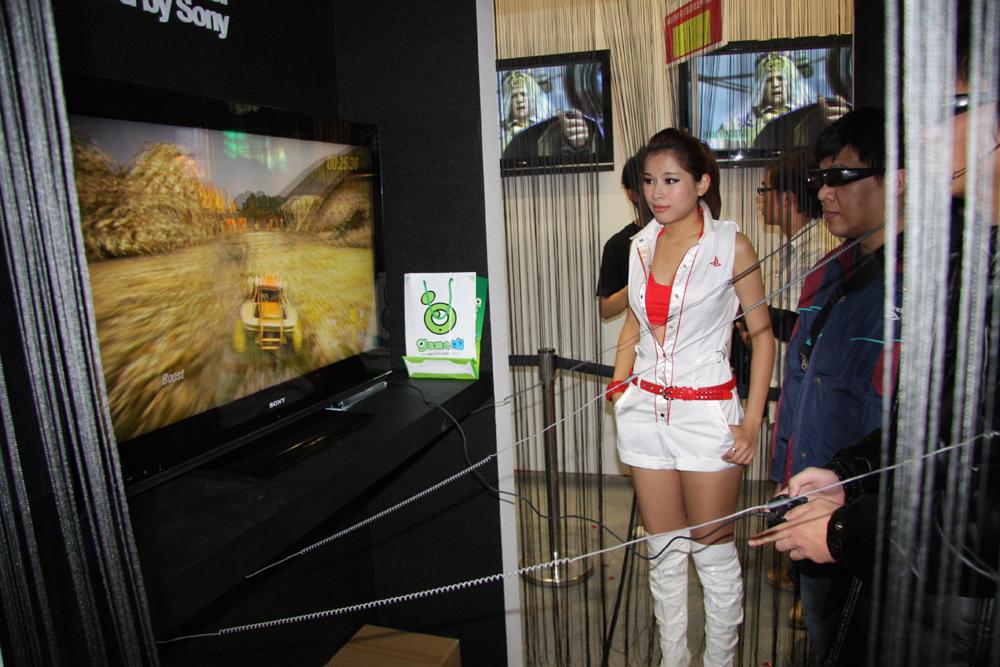 SCE Asiaが参考出展していたブラビアとPS3を使った3Dのデモ。昨年に続いて2度目の出展となる