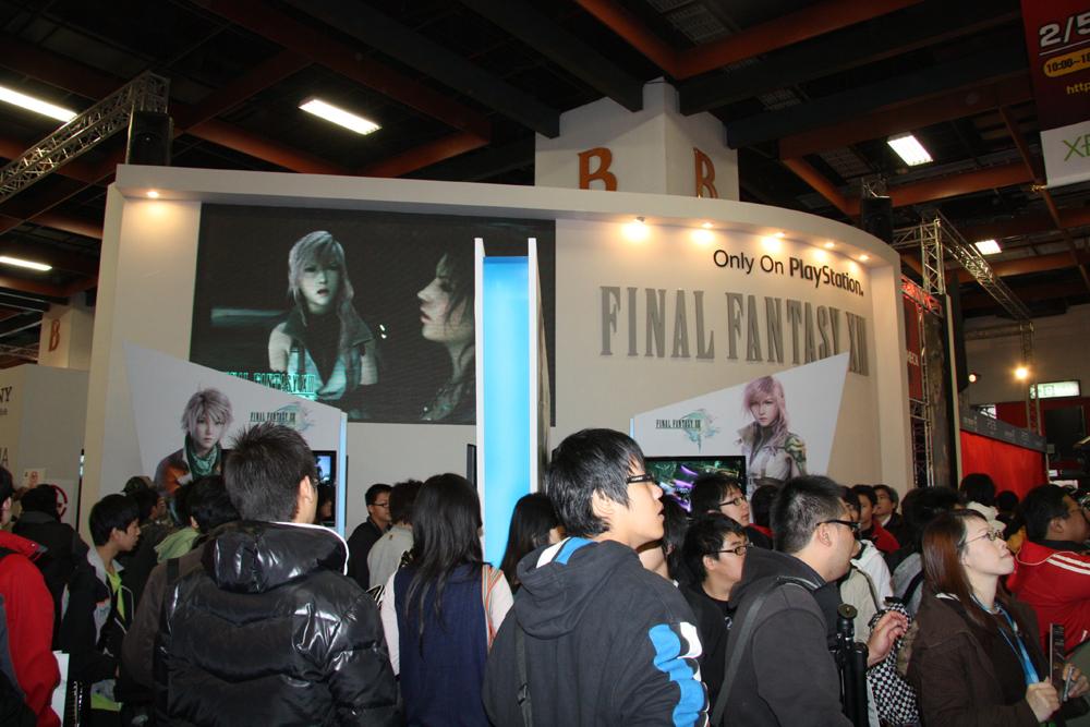 SCE Asiaでもっとも大きく展示されていた「ファイナルファンタジー XIII」。右上部にはPS3独占を示す「Only On PlayStation」の記載が確認できる