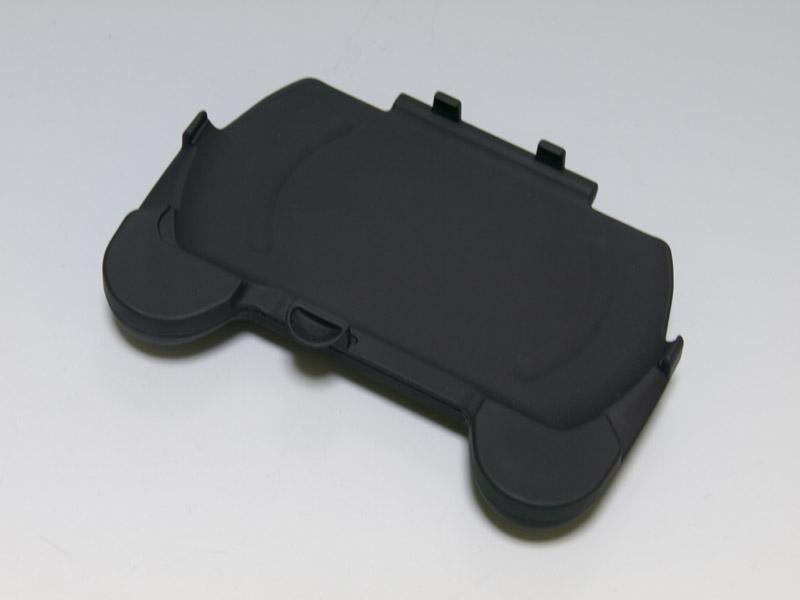 コンパクトなPSP go用グリップアタッチメントグッズ。表面はラバーコーティングされていて手触りがいい