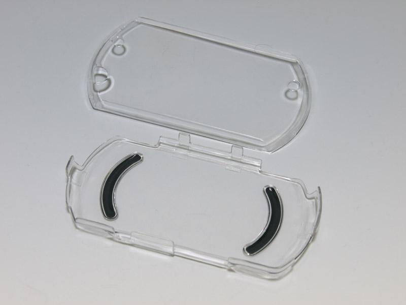 液晶画面ごと本体を覆うタイプのクリアハードカバー。背面側にラバーグリップがあるのが特徴だ
