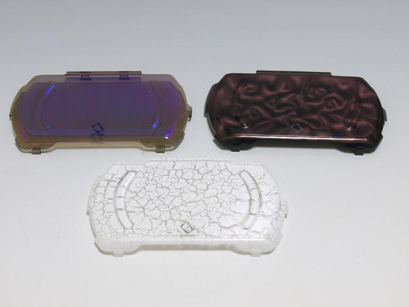 写真の3種は「ConXept Hard Case」。左上が「Silki」、右上が「Shimma」、下が「Fozzil」