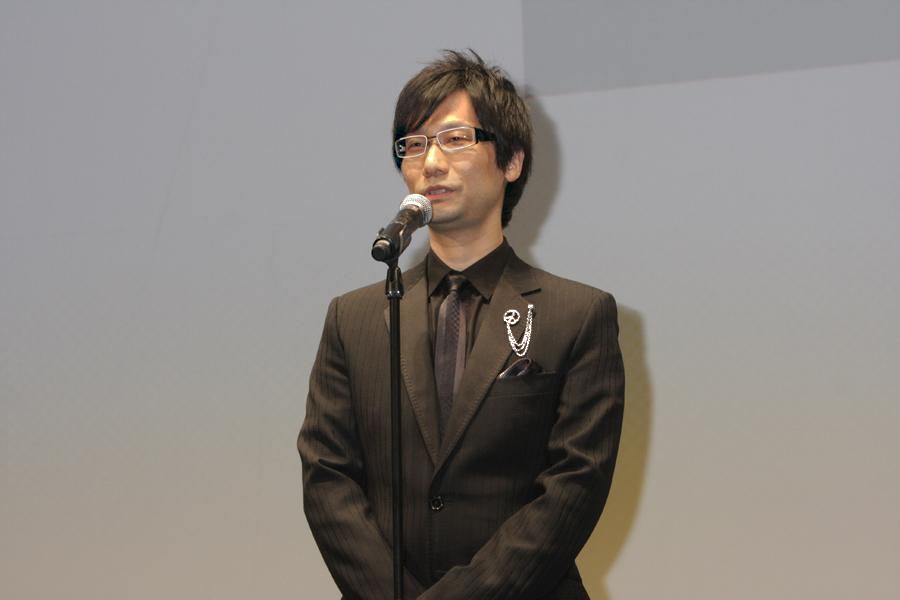 専務執行役員であり小島プロダクション監督の小島秀夫氏。発売を間近に控え「ドキドキしている」とコメント