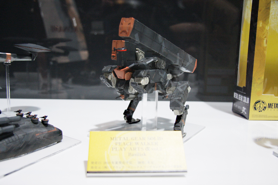 スネークのフィギュアがなんとスクウェア・エニックスから発売されることとなった。発表会終了後にはホールに現在発売が予定されている実物がズラリ展示され注目を集めた