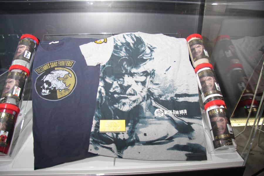 ユニクロの「UT」ブランドのTシャツ。ぜんぶで14種類。「UT STORE HARAJUKU」ではボトルに入って販売される
