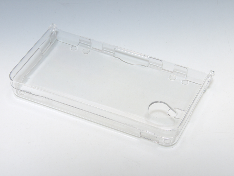 透明度の高いポリカーボネート素材を使ったプロテクトケース。適度な厚みもあり、剛性感が高い