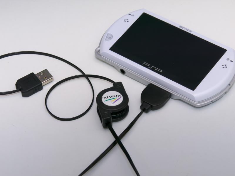 本体付属の充電器とは別に1本持っておくと便利な充電ケーブル。USBのケーブルなら、バッテリーグッズと組み合わせたりなど活用方法が多い