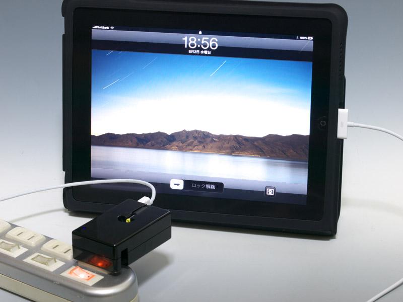 PSP go、iPhone 3GS、iPadなども繋げてみた。PSP goは本体付属のUSBケーブルでは使えなかったが、別の製品を利用したところ充電可能。iPhone 3GSは特に何の問題もない。iPadも充電できたのが思いがけない収穫だった。PSP以外にこうしたUSB出力で充電できる機器をお持ちなら、便利に使える