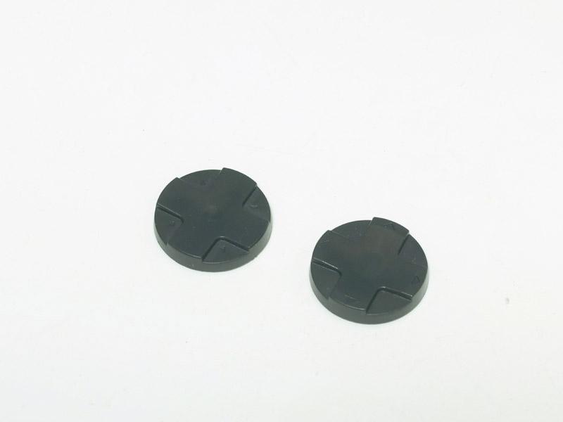 パッケージには方向キー用2種類、アナログパッド用がシリコン素材のものが4種とABS素材のものが6種で、合計12個ものアタッチメントが入っている。それぞれに形状が異なるほか、高さや直径も異なるので、好みのものが選べる