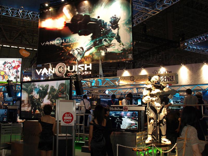 等身大のサムがインパクト抜群の「VANQUISH」試遊コーナー