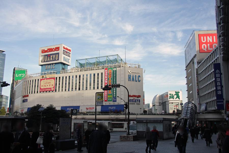 西口にあるビックカメラ新宿西口店にもズラリと行列ができあがった。ヨドバシカメラよりも開店時間が遅かったようで、ヨドバシカメラで買えなかった人たちがこちらに並ぶという現象も起きたようだ