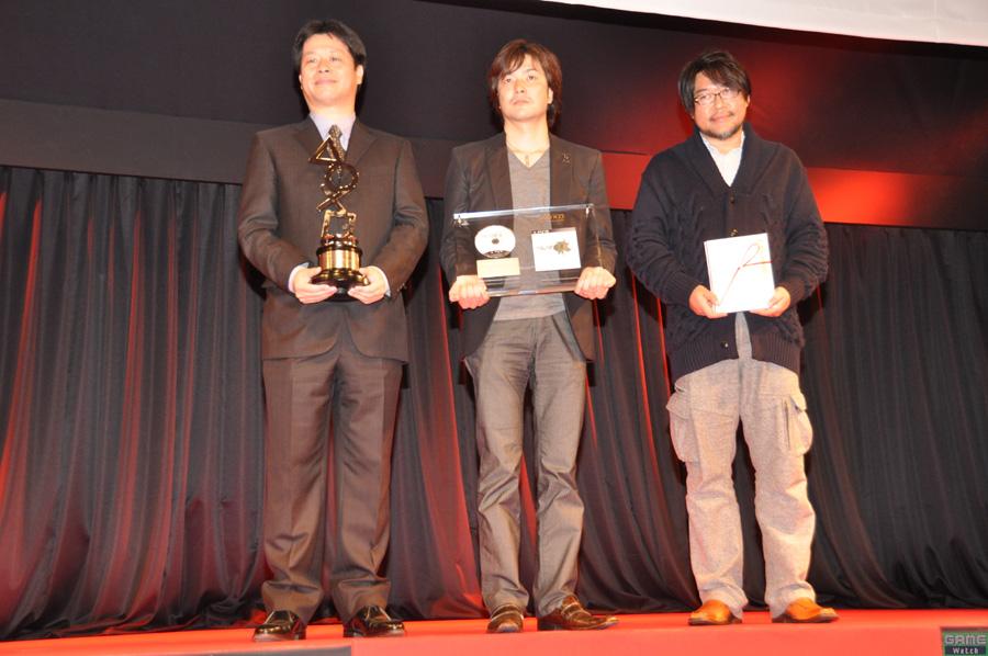 (上画像右:左より)プロデューサーの北瀬佳範氏、ディレクターの鳥山求氏、アートディレクターの上国料勇氏
