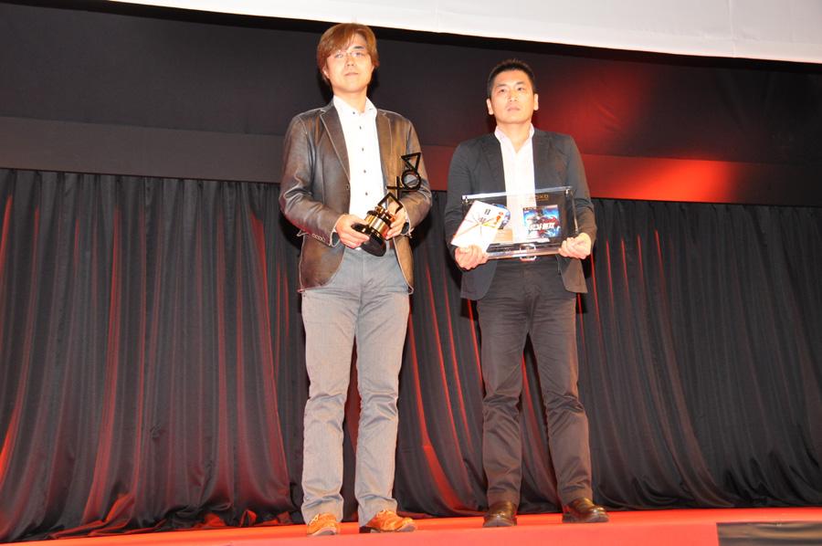 (上画像右:左より)プロデューサーの鯉沼久史氏、リードプログラマーの喜多村智行氏