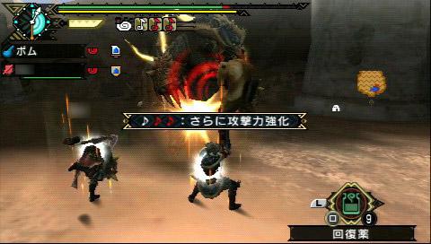 左から順に、狩猟笛、弓、スラッシュアックスを使ってプレイしているところ。いずれのアクションも楽しくて、お気に入りの武器以外も色々と使ってみたくなる