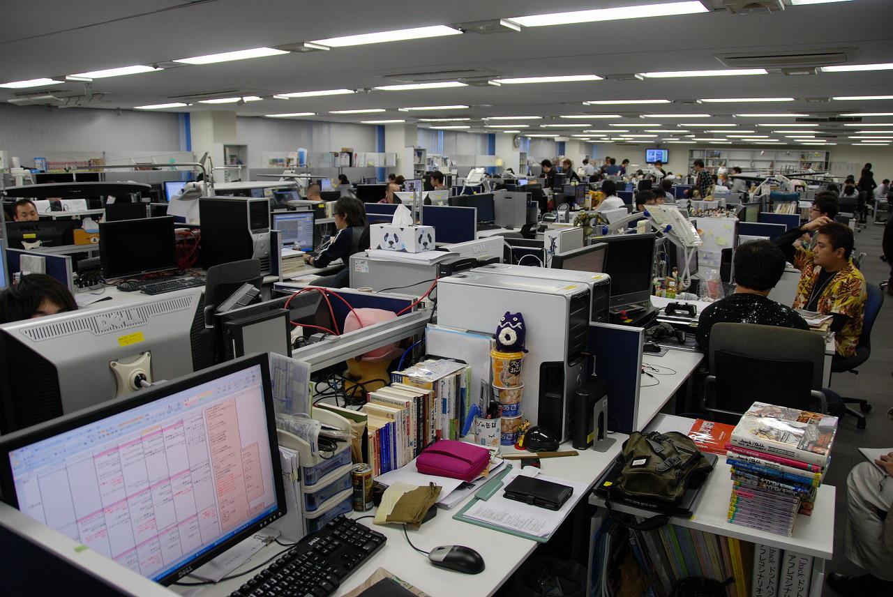 福岡本社の開発室。パーティションはなく、立てば全体を一望できる