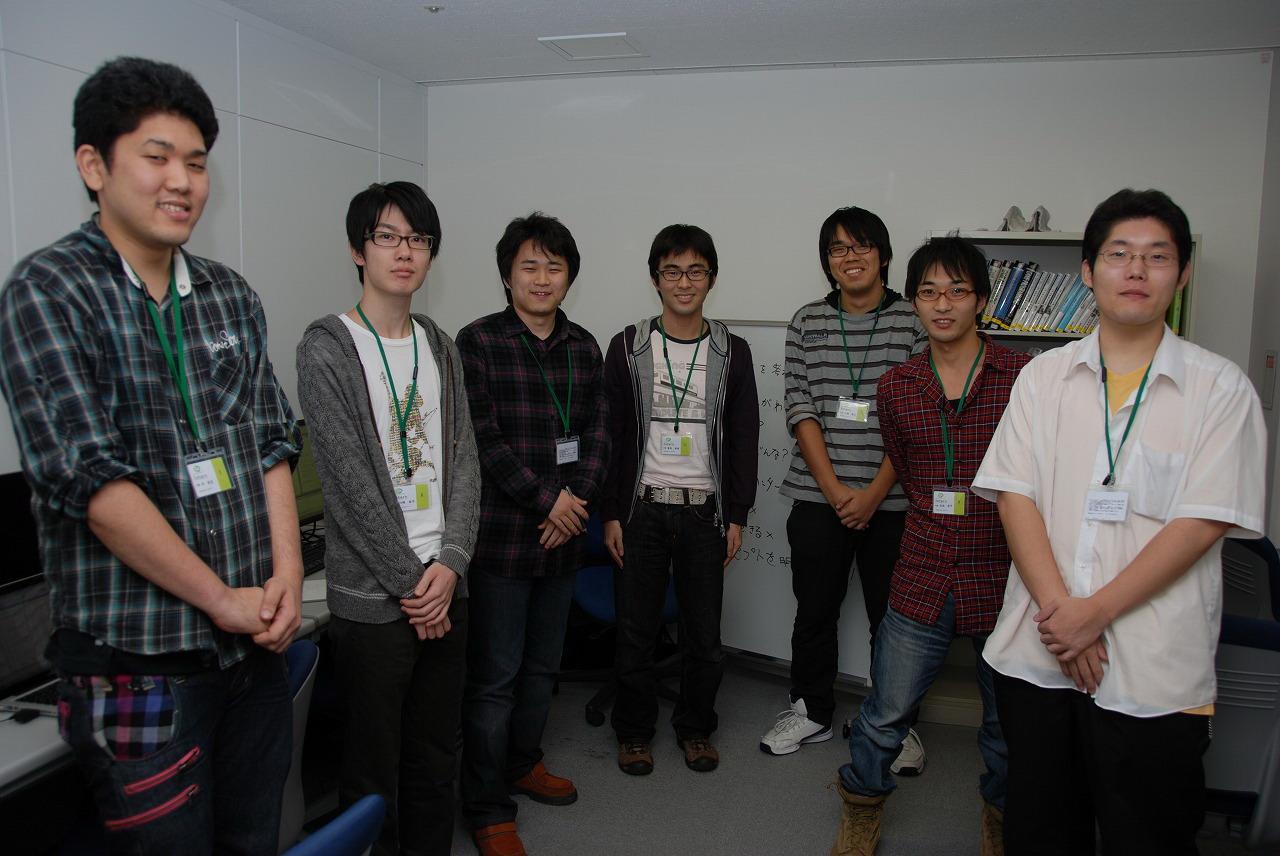 取材時にインターン生として出社していた学生たち。協同でゲーム作りを学んでいた