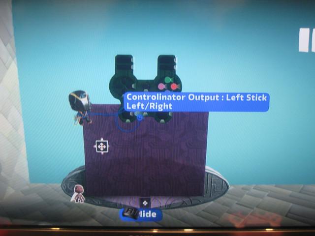 操作性をよくするために、コントローラーの各ボタンと乗り物の機能を関連させることができる。コントローラー型の物体が表示され、文字通り「ひもづけ」していく