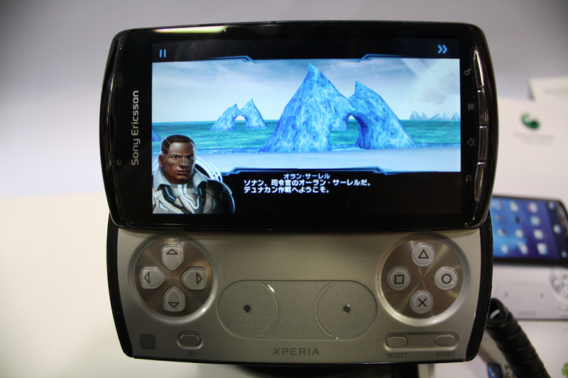 本体にプリインストールされることが発表されている、Gameloftの3Dシューティングゲーム「Star Battalion」。同社のゲームは9カ国語(日本語・中国語・韓国語・英語・フランス語・スペイン語・ドイツ語・イタリア語・ポルトガル語)に対応しており、デモでは日本語表示だった