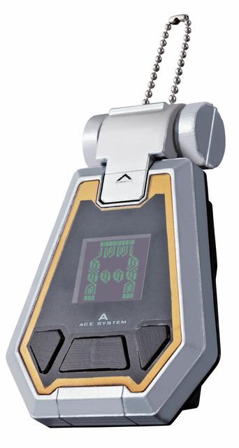 「ガンダム専用起動装置 エイジデバイス」(10月発売/2,415円)。劇中の「AGEデバイス」を模した玩具で、内蔵のゲームをプレイし、経験値を蓄積できる