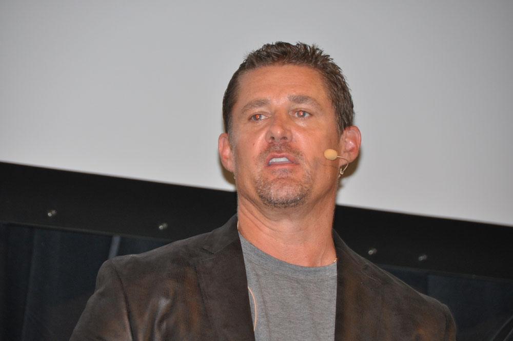 開発元Sledgehammer Games のGeneral ManagerでありCo-founderを務めるGlen A.Schofield氏