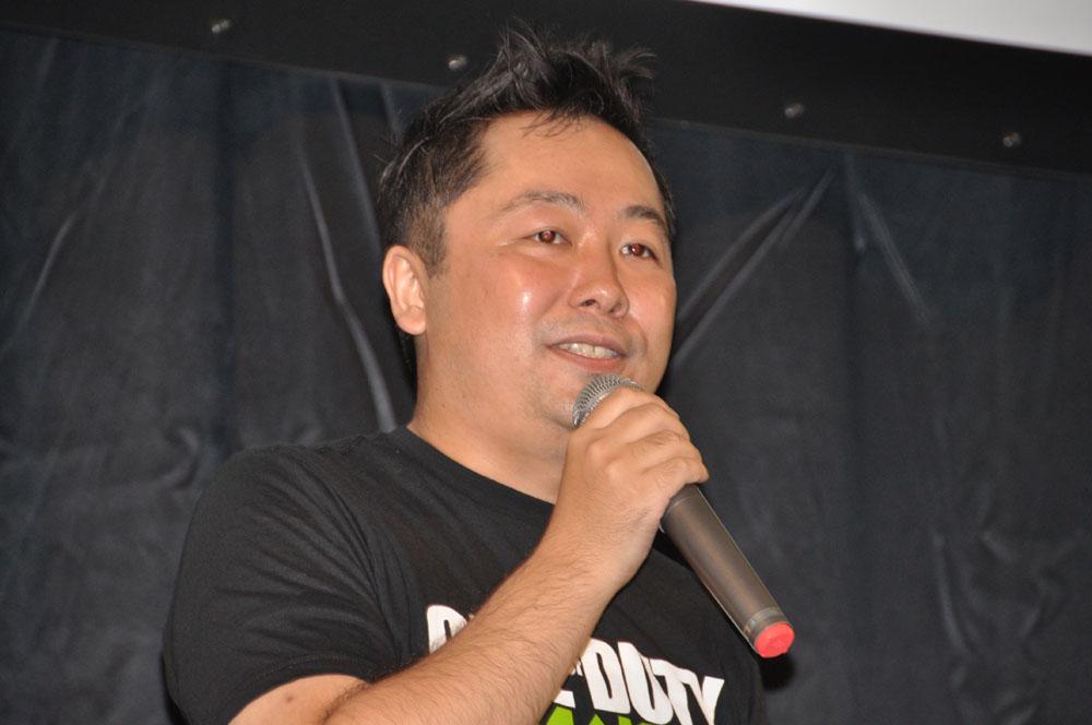 特別ゲストとして登場した声優の岡林史泰さん、大川透さん。右はスクウェア・エニックス宣伝部の井上和則氏