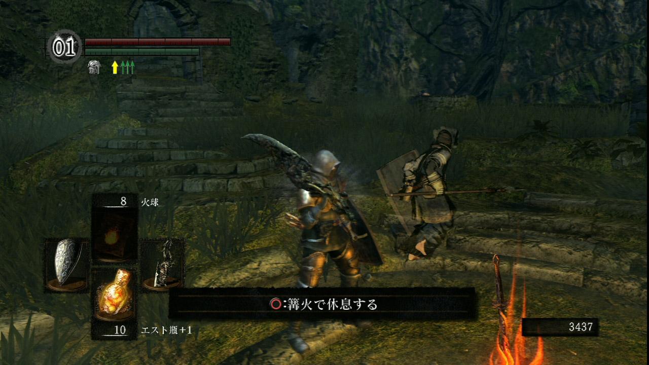 他のプレーヤーの姿が見える「幻影」。普段は青い霧のような姿だが、篝火の近くではよりはっきりと見える