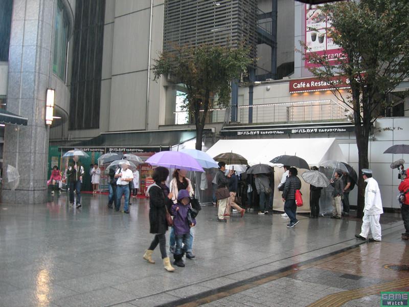 19日は雨天となってしまったが、熱心な海外ゲームファンが新作を求めて来場していた