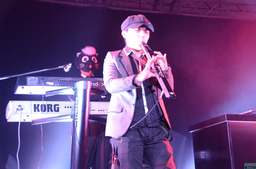 競技タイトルの曲をBEMANIアーティストらが熱演。全13曲のほか、本祝賀会のために新規アレンジを作ったというアンコール1曲「Gradius 2011」を披露!!