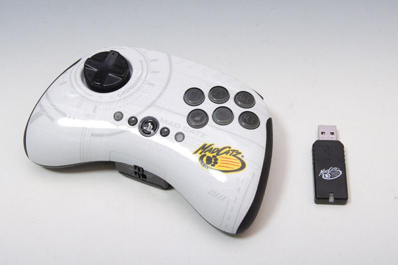 日本法人ができたマッドキャッツから改めて発売されることになった「FIGHTPAD for PlayStation3 Wireless」。PS3用のパッドタイプはワイヤレスだ