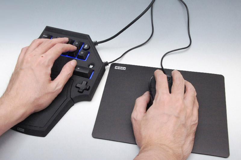 当然といえば当然だが、使用時には左手用コントローラーとマウス、マウスパッドを余裕を持って置けるぐらいの、適度な高さの台が必要になる。PC用机などがやはり最適