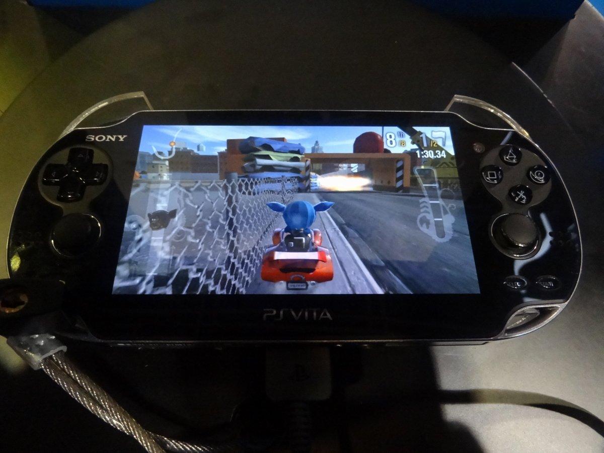 「Modnation Racer: Road Trip」(SCE)。「モッドネーション 無限のカート王国」のVita版で、タッチパネルを使ったコンストラクション機能の強化が図られている。日本での発売は未定