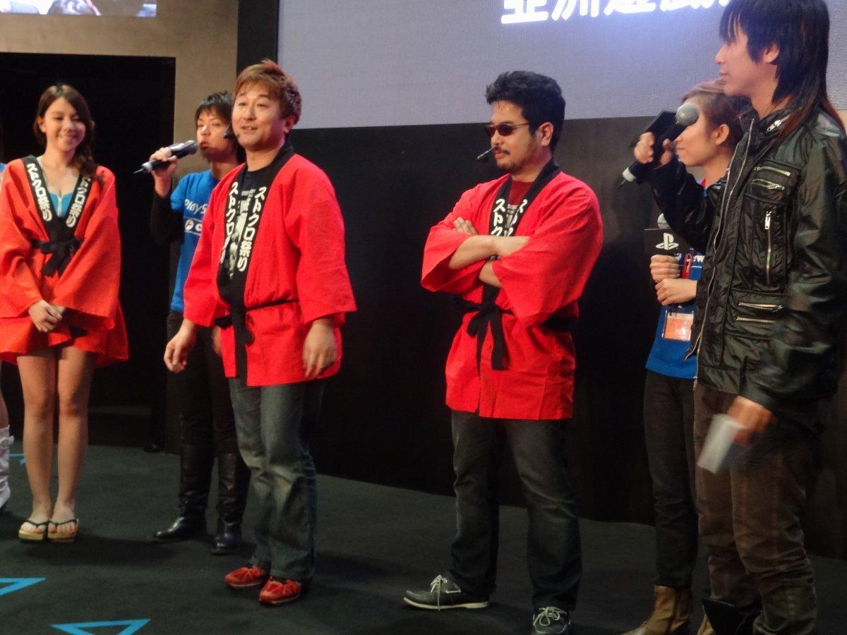 まずは普通にプレゼンテーションを進める小野氏。原田氏も同じ半被を着てお祭りモードに