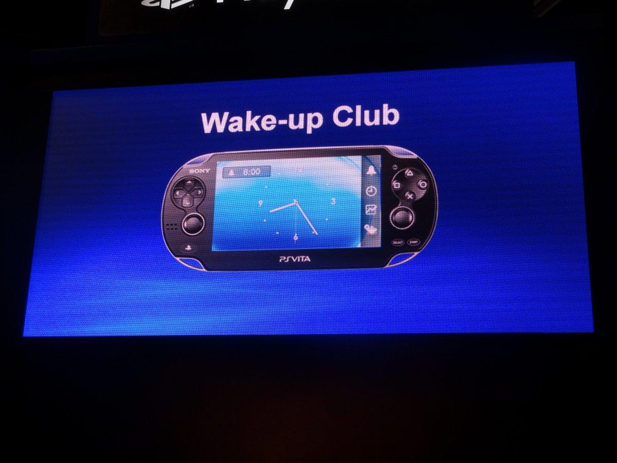 「ウェークアップクラブ」。右がアラーム中の画面。アラーム停止後は特定色で表示されているアバターアイコンをタップすることで起きろメッセージを流せる