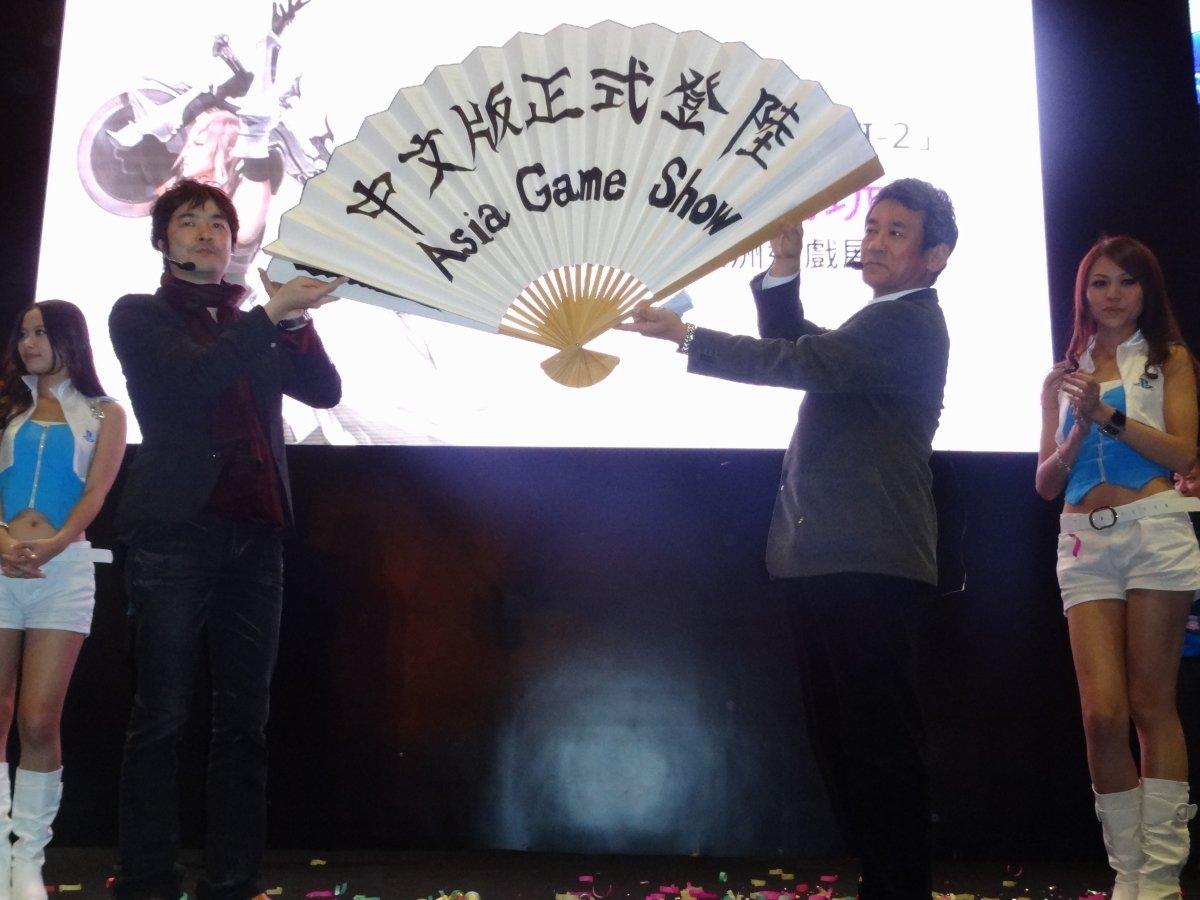 クリスマスプレゼントとして「ディシディア ファイナルファンタジー」シリーズの半額セールの告知も行なわれた。「FF XIII-2」の試遊台には中国語版・英語版があり、日本語版と合わせて3バージョンの展示に