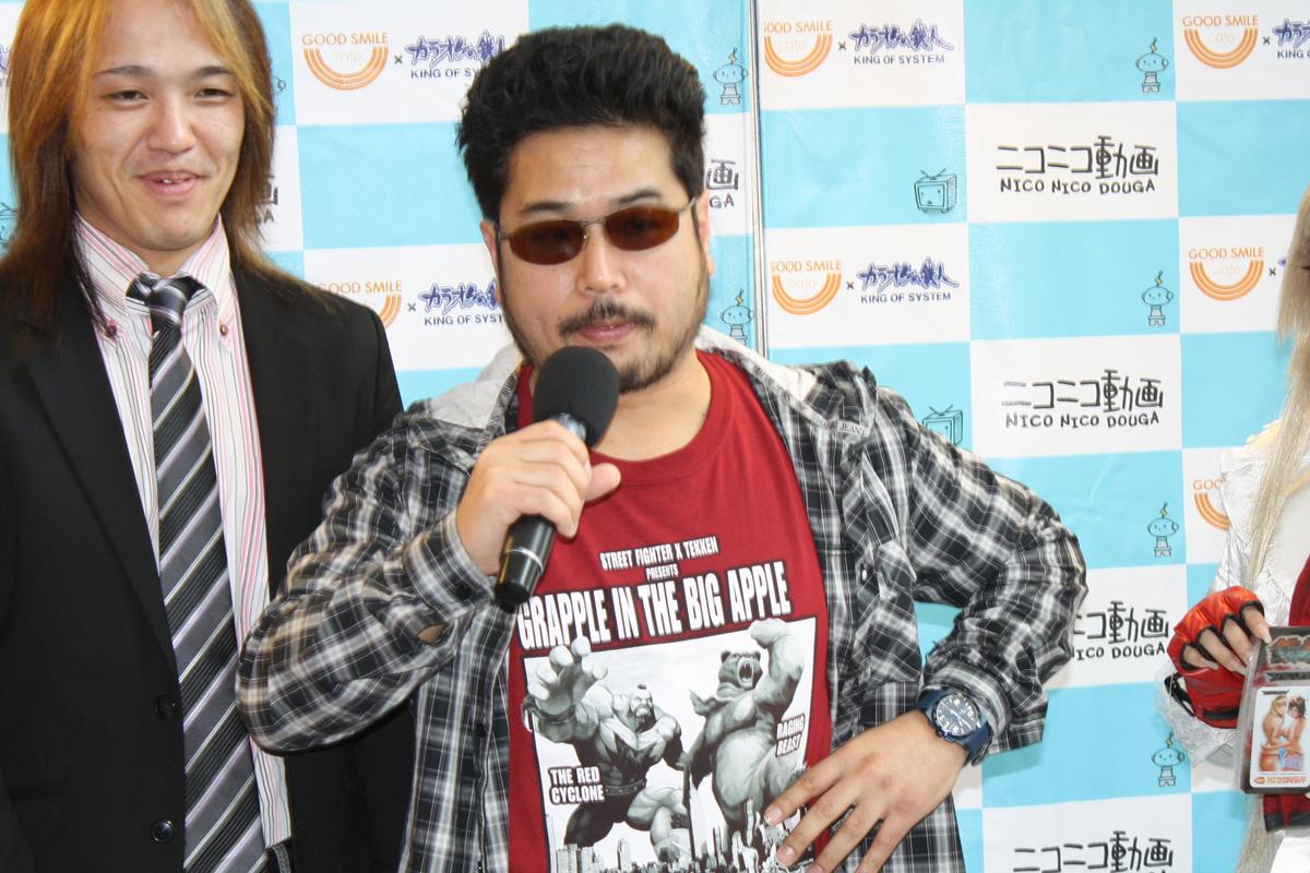 鉄拳番長氏(左)と「鉄拳」シリーズプロデューサーの原田勝弘氏(右)