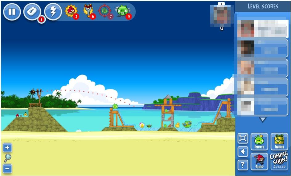 左はパチンコを強化、中央は弾道を表示するパワーアップ。右は、Facebook版オリジナルステージだ