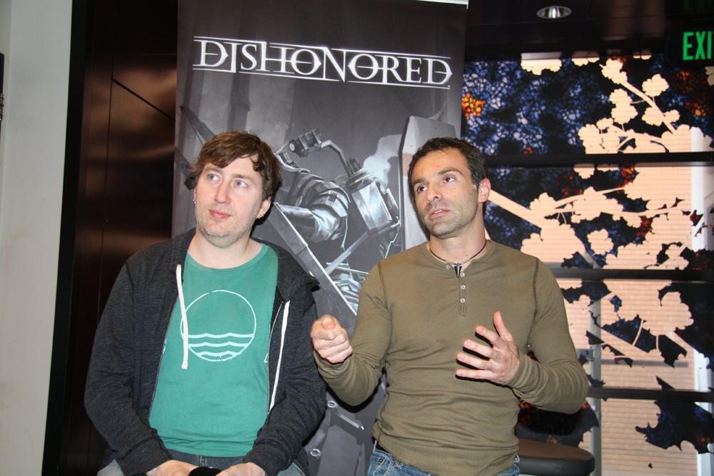 「Dishonored」Co-Directorを務めるRaphael Colantonio氏(左)とHarvey Smith氏(右)。