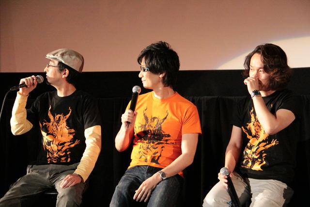 小島監督、新川氏、鳥山氏が着ていたTシャツは、他の出演者とは違うプリントが……