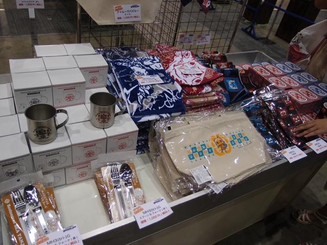 「戦国BASARA台詞マグカップ」、「AIROU和柄きんちゃく(藍/アカネ)」、「AIROU和柄ゆのみ(藍/アカネ)」といったグッズが先行販売されていた