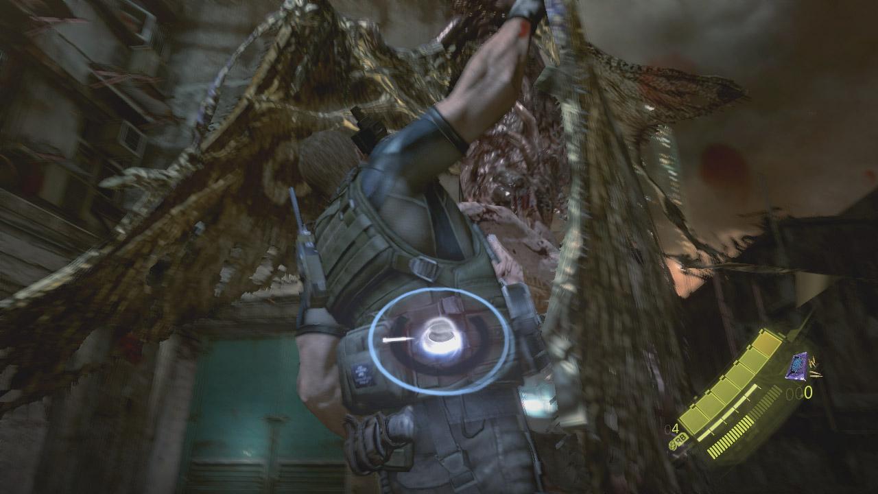 攻撃するごとに顔も、腕も、最後には体そのものも変異する「ジュアヴォ」。巨大な蛾のような姿になると空を飛び回るようになり、上空からこちらを掴むような攻撃をしかけてくる
