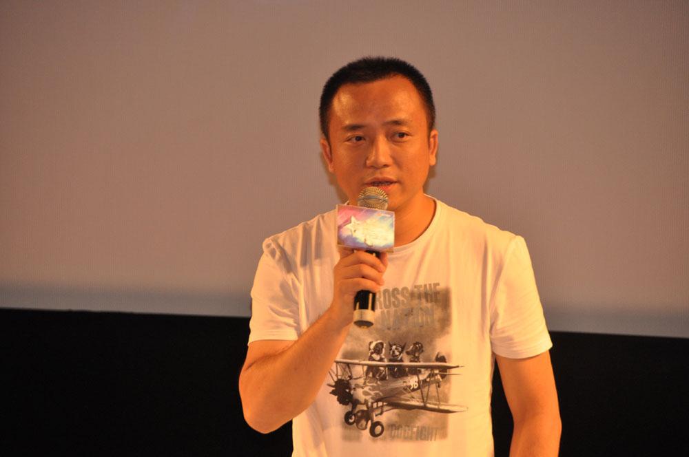 """""""手で触れ、その感触を伝える""""という遊戯の本質をもう一度見なおそう、という想いを語った、盛大CEOの譚群釗氏。"""
