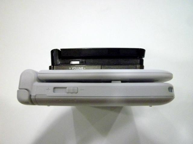 ボディサイズ的には厚み以外は大きくなったことがよくわかる。逆にタッチペンは短くなっている