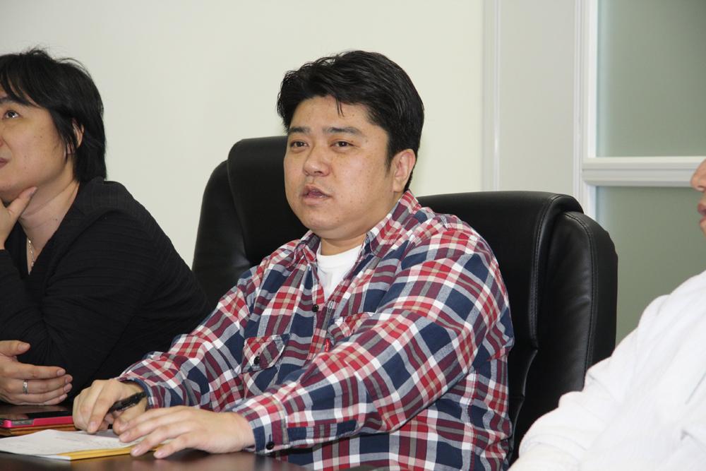 稲田義信氏(バイキング、プロダクションリーダー、スーパープログラマー)。尾畑氏と同じくカプコンにてキャリアを積み、多数の著名アーケードゲームの開発に携わる。今作ではメインプログラマーを担当