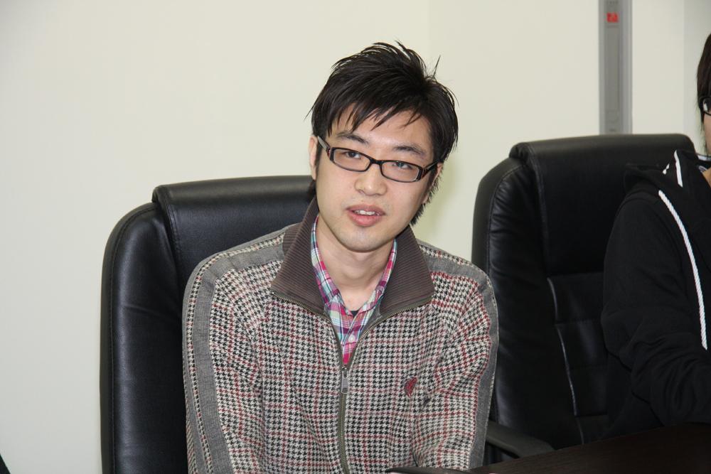 奥井健氏(バイキング、癒やし系プログラマー)。バイキング以前はバンダイナムコゲームスで家庭用、アーケードの著名タイトルの開発に従事。今作では、モーション、カメラ制御を担当