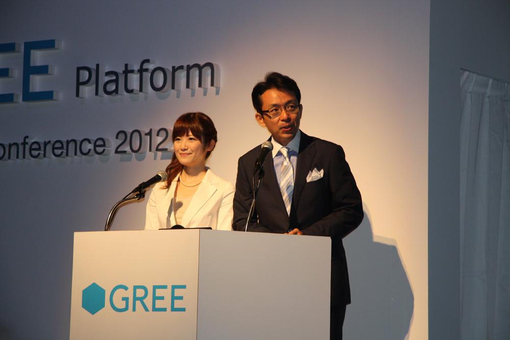 カンファレンスの司会進行はフリーアナウンサーの福澤朗氏と榎本麗美氏が務めた