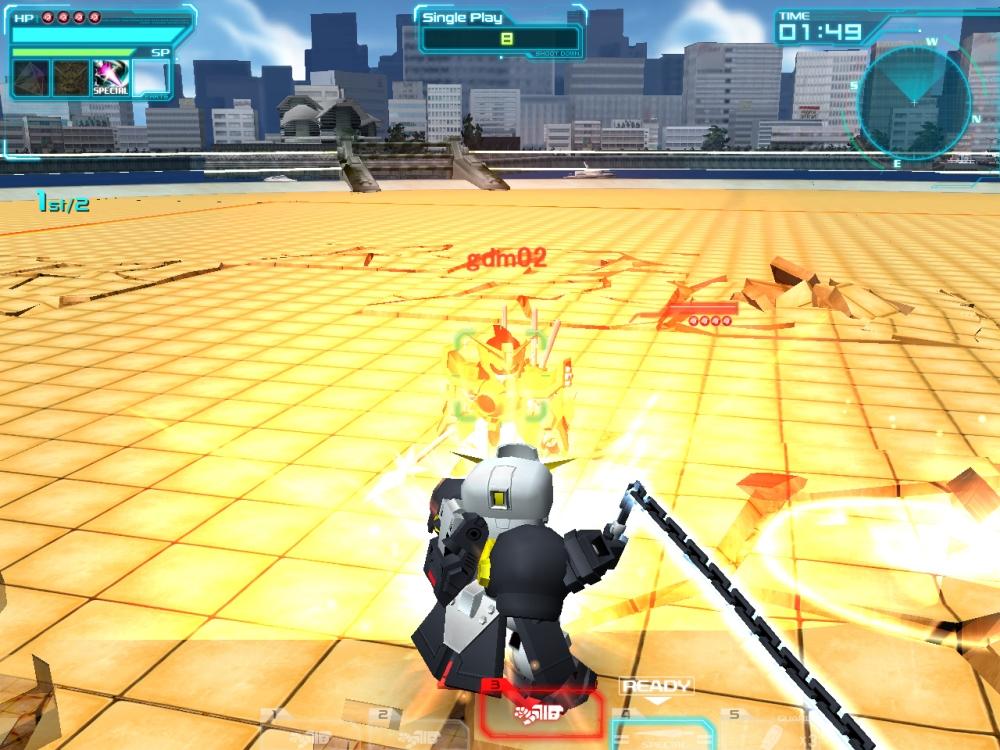 近接格闘型なので武器1「格闘」は5段格闘。武器2「グラビトン・ハンマー」、武器3「グラビトン・ハンマー(回転)」と組み合わせれば一気に破壊寸前までダメージを与えられる