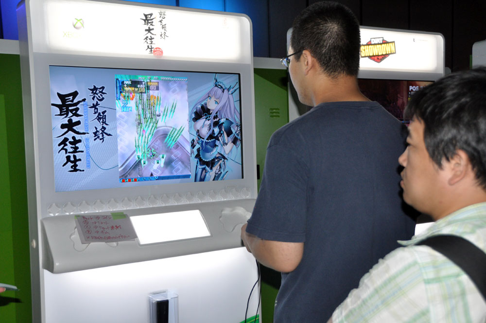 Xbox 360で動くアーケード版の「怒首領蜂 最大往生・完」。イベントの後は試遊台でも公開された