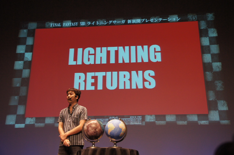 「FFXIII」シリーズのディレクターを務める鳥山氏。「もう1度ライトニングを復活させる」として、今作全体のコンセプトをプレゼンした