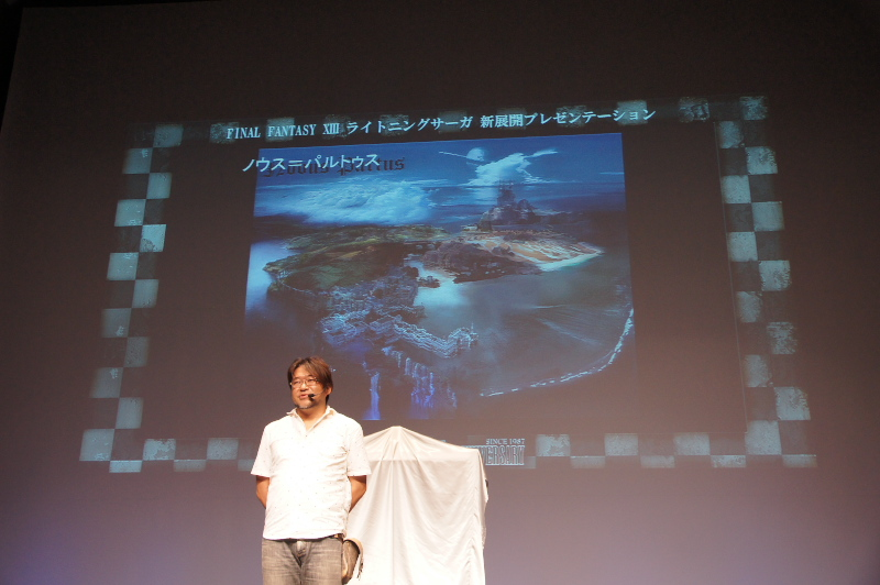「LRFFXIII」の世界観についてプレゼンテーションを行なったアートディレクター上国料氏