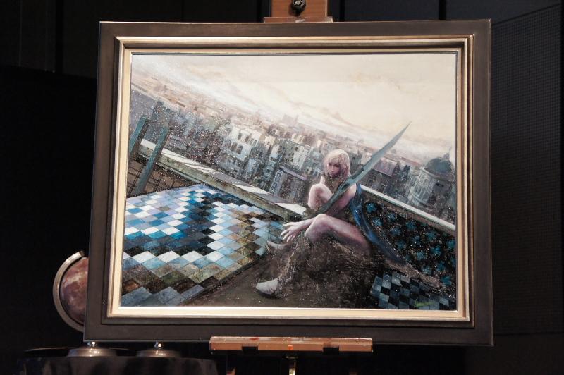 「LRFFXIII」の世界をイメージして上国料氏が描き上げた油絵。光都ルクセリオと思われる建物の上にたたずむライトニングが描かれている