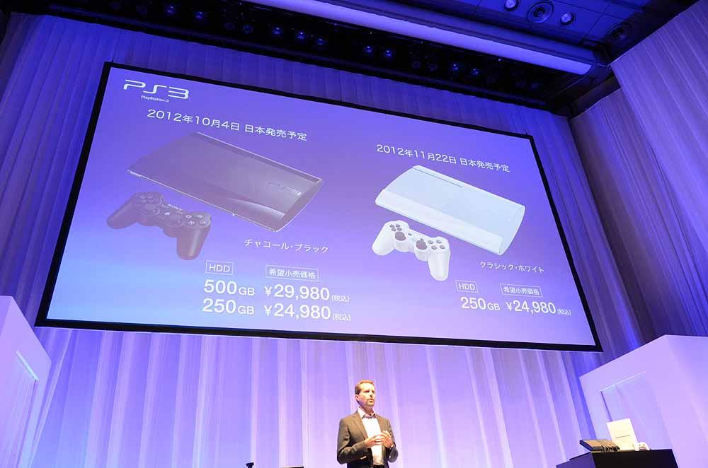 新型PS3は10月4日に500GBとチャコール・ブラックの250GBが発売される。クラシック・ホワイトの250GBは11月22日